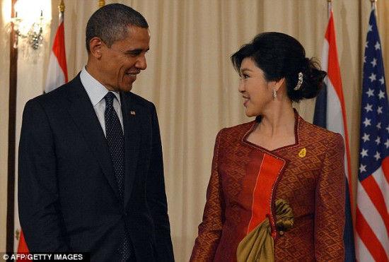 奥巴马与泰国美艳总理调情