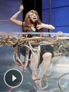 变态节目逼女选手入蛇池