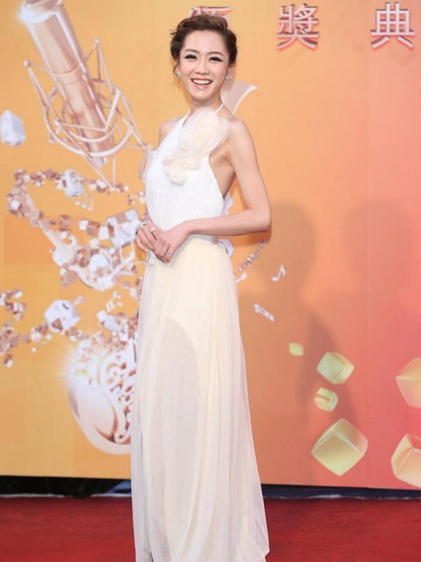 杨千霈唯美长裙走红毯