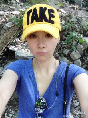 何琳晒登山照 捡垃圾被误当大学生