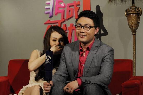 邢星(左)
