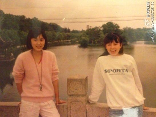 雪姨王琳晒18岁清纯萝莉照(右)