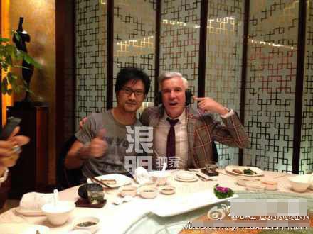 从背景看,汪峰与章子怡确实共同赴导演饭局。