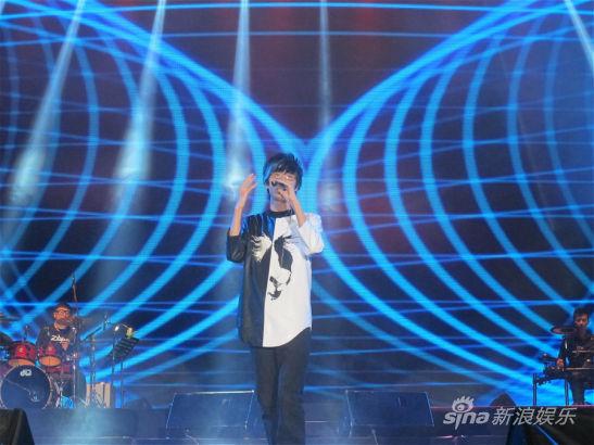 许嵩武汉演唱会落幕 胡夏拜师现场邀歌|许嵩|演