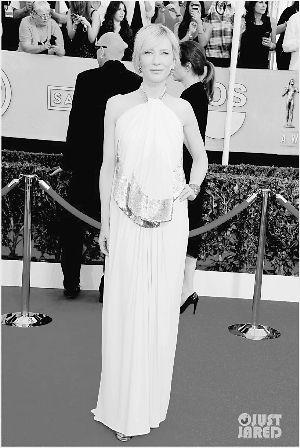 ▲在美国演员工会奖上,凯特・布兰切特穿粉色长裙气场依旧。