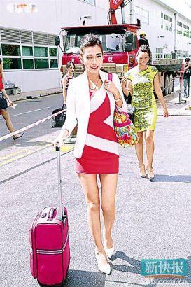 拉行李箱现身的罗颂欣有丰富的选美经验