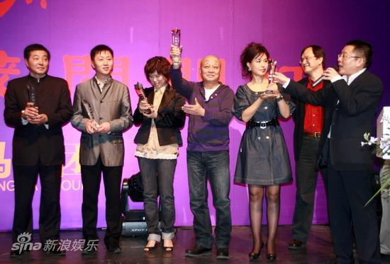 图文:金英马公布发展战略-幕后团队获得纪念杯