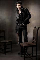组图:赵仁成演绎百变发型黑皮衣上镜帅酷有型