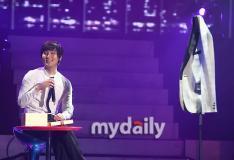组图:安七炫入伍前开个唱坦言很担心军队生活