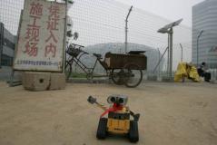 组图:机器人瓦力游北京鸟巢国家大剧院留倩影