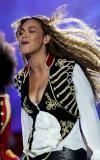 组图:碧昂斯献唱世界音乐奖狂秀电动马达臀