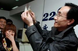 巩汉林客串售票员《戏中戏》开始二轮演出(图)