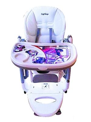 化妆师小玮送Peg-Perego婴儿餐椅,约1.3万台币。