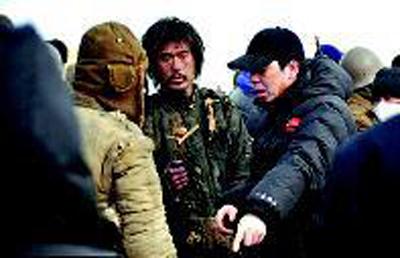 張默(中)在《溫故一九四二》拍攝現場