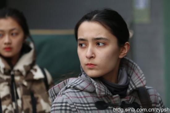 实拍:北京电影学院艺考帅哥美女难寻