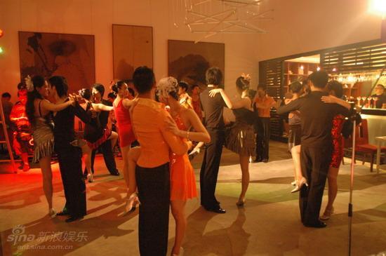 资料图片:电影《爱我就给我跳支舞》剧照(49)