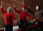 观众学习京剧身段