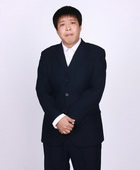 杜晓天饰演秦总