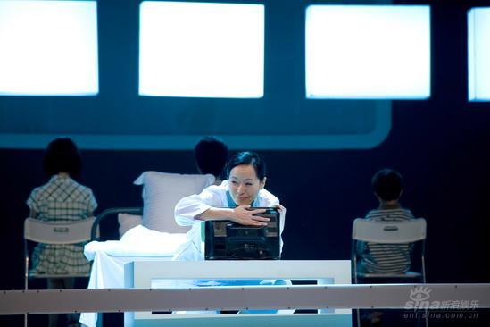 组图:《陪我看电视》深圳首演众明星各显其能