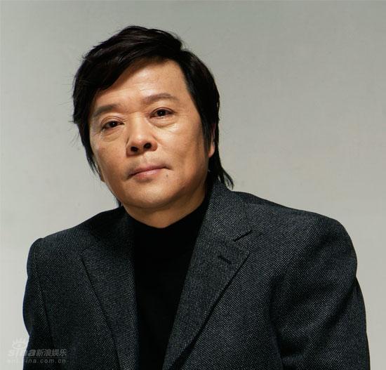 资料图片:优秀戏剧导演查明哲(1)