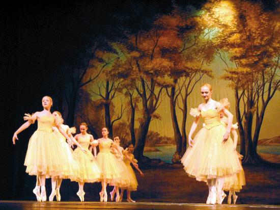 俄罗斯圣彼得堡国家儿童芭蕾舞团来穗演出(图)