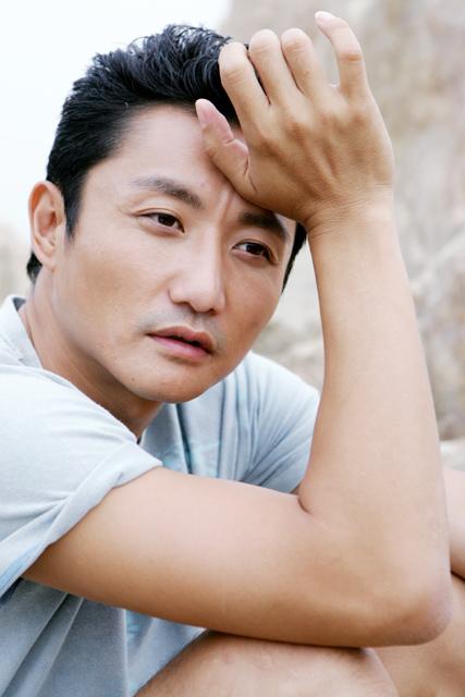 资料图片:国家话剧院男演员--涂松岩