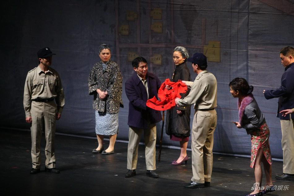 《宝岛一村》首演全场久久起立场面感人(图)