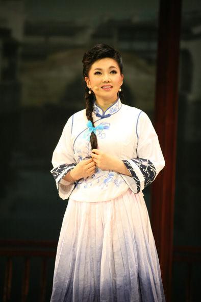 王莉(6月28日)饰阿莉、金月儿