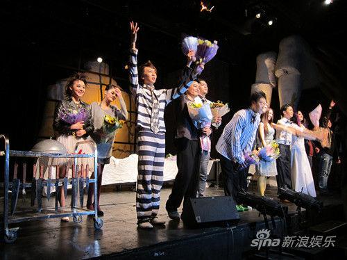 新版《空中花园谋杀案》首演成功谢幕