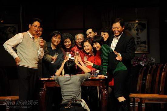 图文:《大过年》首演--强颜欢笑的年夜饭