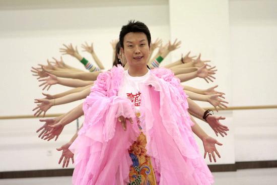 组图:李玉刚演唱会彩排素颜着华服变身杨贵妃