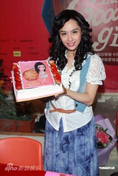 新浪娱乐讯 2011年10月28日香港 提名国际艾美奖最佳女演员的朱茵
