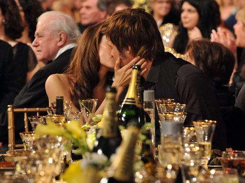 演员工会宴会朱莉和布拉德-皮特幸福拥吻(图)