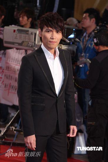 时尚点评:第46届台湾金马红毯―黑白型男会