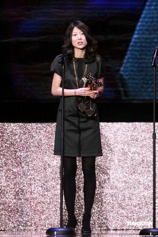 详讯:朴恩乔与奉俊昊凭借《母亲》获最佳编剧奖