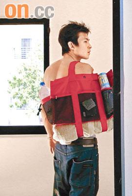 陈冠希美国半裸卖产品《神枪手》上映无期(图)