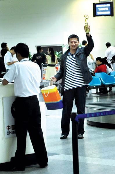 王砚辉获传媒奖最佳男配熊老三荣归昆明(图)