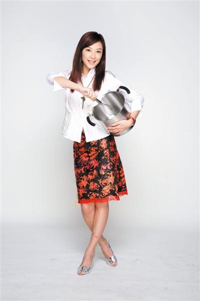 《功夫厨神》6月12日上映应采儿自认是花瓶