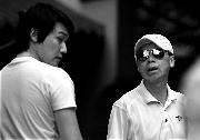 冯小刚为《唐山大地震》永福寺看景(图)
