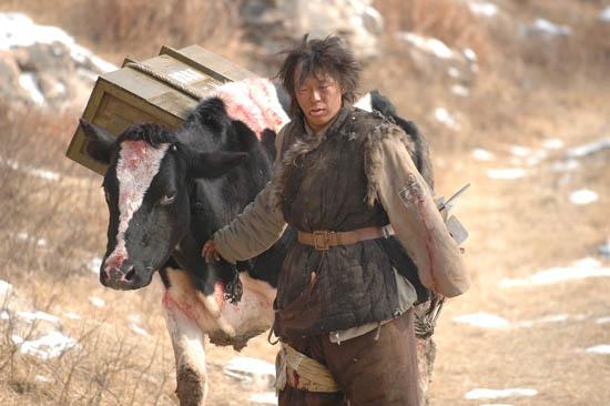 黄渤自备武器 《斗牛》片场成驯牛师(图)_影音娱乐