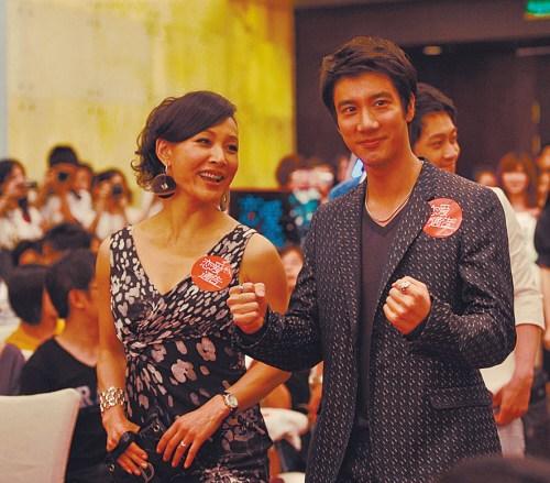 王力宏首次执导《恋爱通告》:学前辈李安成龙