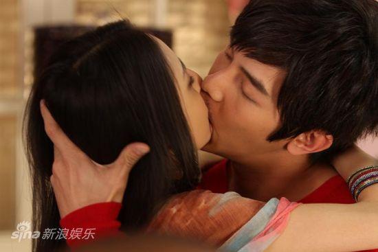 汪东城佟丽娅深情激吻