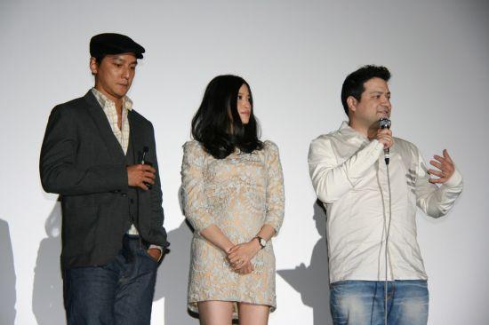 三人在台上接受观众提问