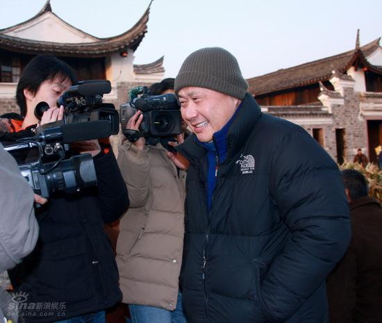图文:《机器侠》探班刘镇伟微笑现身