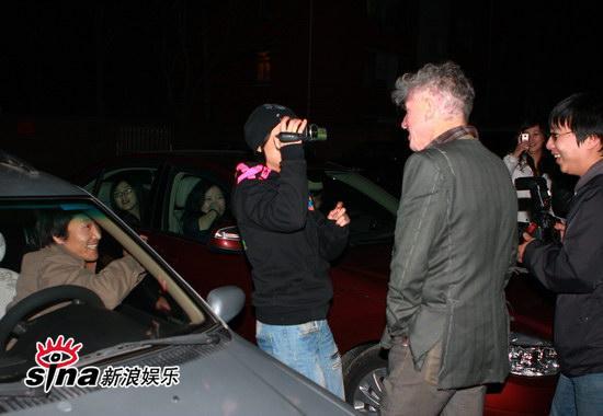 图文:刘嘉玲和友人用餐-杜可风大方任拍照