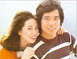 秦汉(右)与林凤娇曾合作演出李行导演的《汪洋中的一条船》。