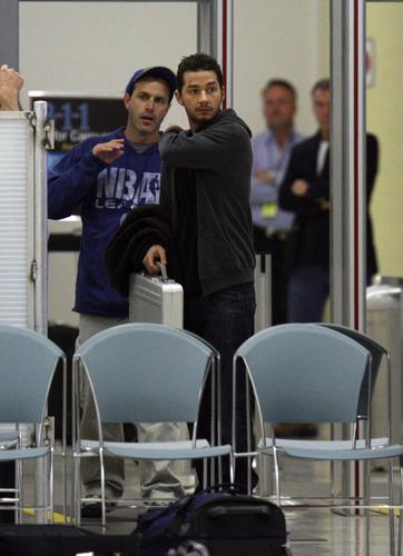 《变形金刚》男星拉比夫新片《鹰眼》机场取景