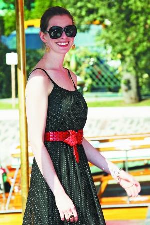 海瑟薇亮相《蕾切尔的婚礼》威尼斯首映(图)