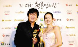孙艺珍凭《妻子结婚了》夺影后拿奖拿到手软