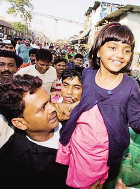 《贫民富翁》女童星被父拍卖电影变现实闹剧